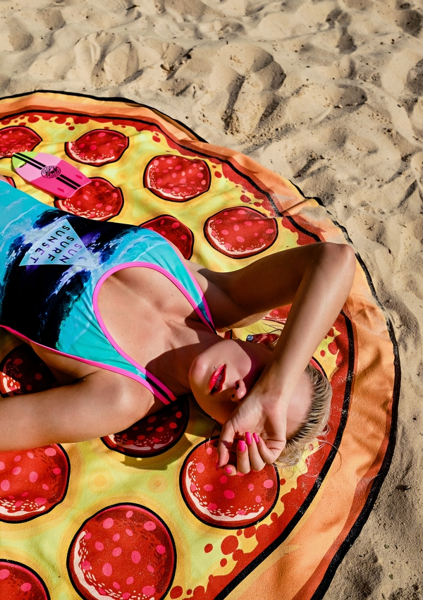 """Sun, Surf, Sunset"" // Fun Pizza Towel by Atlanta fashion blogger Chelissima"